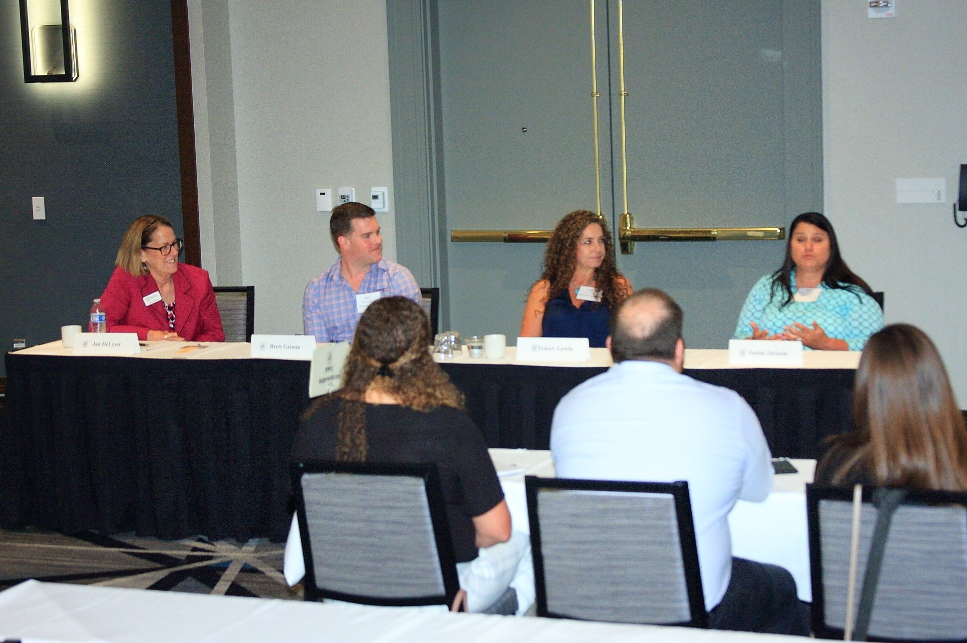 Jan DeLyser of California Avocado Commission moderated a panel about industry trends with panelists Brett Grimm of Grimmway Farms, Tracey Lewin of the Allen Lund Company, and Jackie Jackson of Albertsons Companies.
