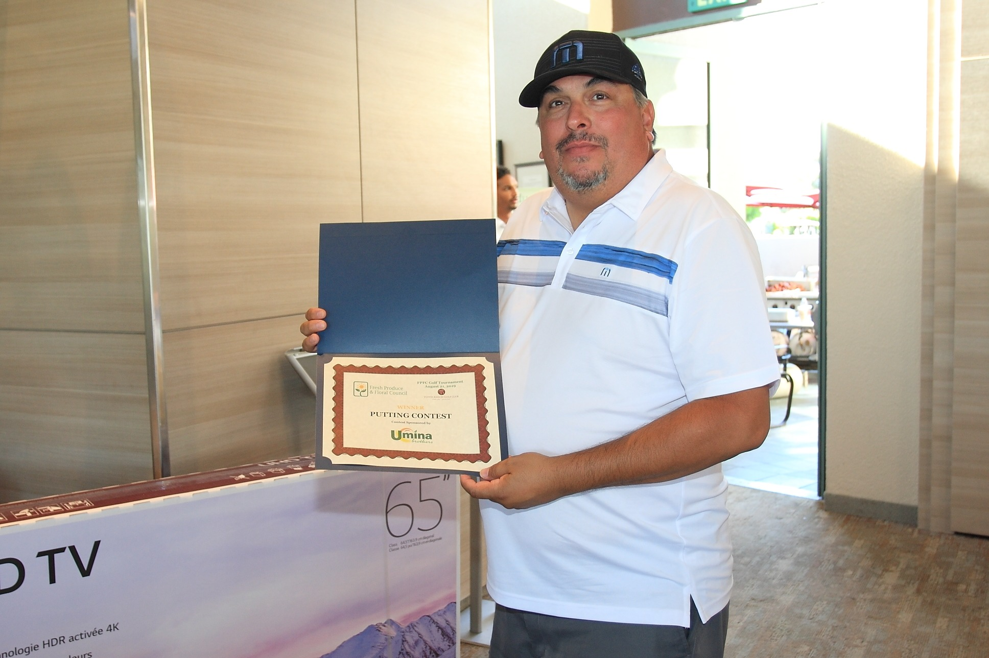 Mike Nunez of Sonora Farms wins the Putting Contest!