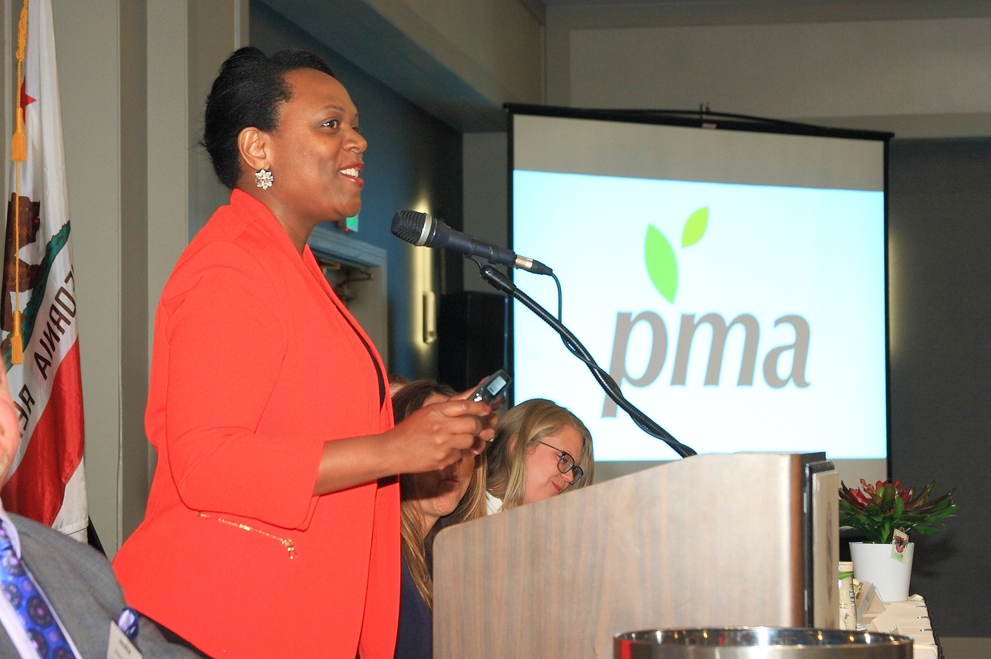Lauren M. Scott of Produce Marketing Association presenting at the FPFC October Luncheon.